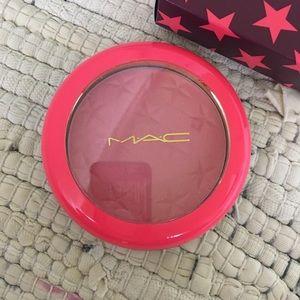 MAC Magic Dust Powder